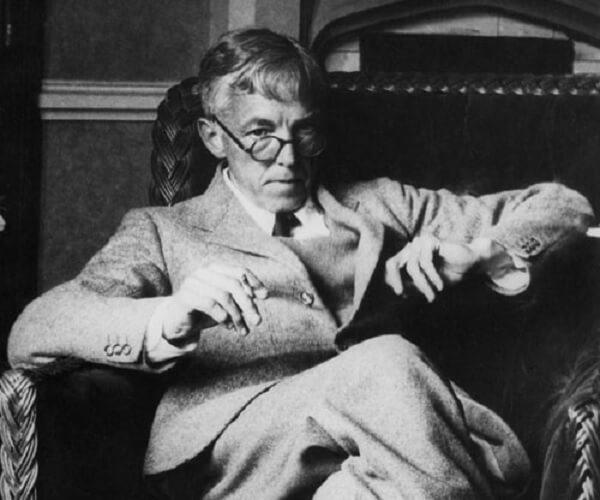 War der Ansicht, dass unschöne Mathematik keine Daseinsberechtigung habe: der Zahlentheoretiker Godfrey H. Hardy (1877–1944) Image Source : http://www.uh.edu/engines/epi2931.htm