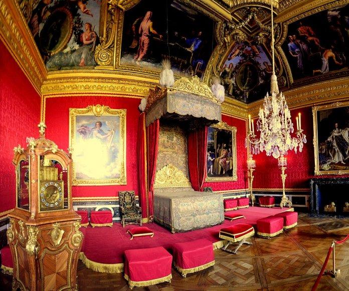 Paradebett mit Tapisserien im Merkursalon von Versailles - Bild: Schölla Schwarz [CC BY 3.0 (https://creativecommons.org/licenses/by/3.0)]