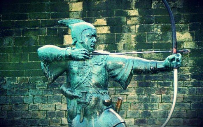 Ein Denkmal für Robin Hood vor dem Schloss in Nottingham. Foto: Olaf1541, Wikipedia, CC BY-SA 3.0