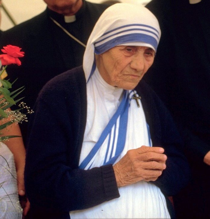 Mutter Teresa - Bild: Von © 1986 Túrelio (via Wikimedia-Commons), 1986, CC BY-SA 2.0 de, https://commons.wikimedia.org/w/index.php?curid=2247034