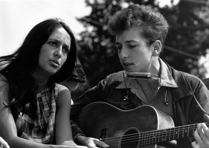 Joan Baez und Bob Dylan - Bild: National Archives at College Park [Public domain]