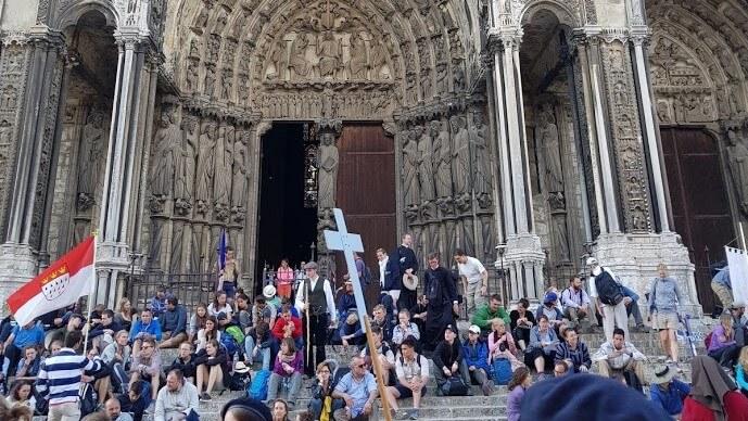 Pfingstmesse bei der Wallfahrt nach Chartres - Foto: Cathwalk