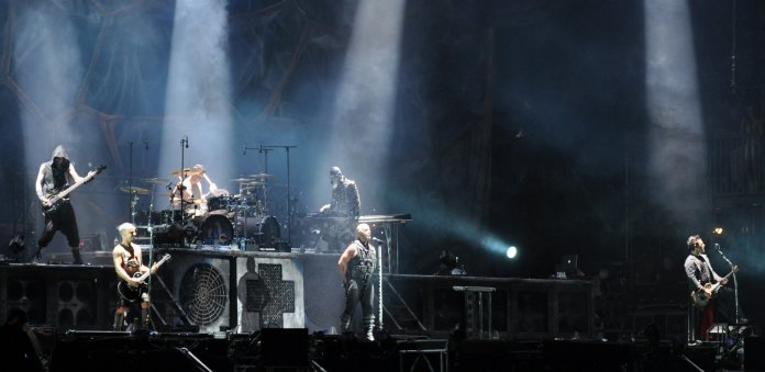 Rammstein auf dem Wacken Open Air (2013) - Bild: Jonas Rogowski [CC BY-SA 3.0 (https://creativecommons.org/licenses/by-sa/3.0)], from Wikimedia Commons