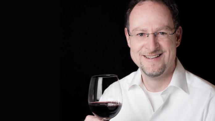 Für den Theologen Oliver Kircher ist Wein mehr als nur ein Getränk. Foto: privat