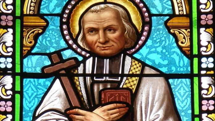 Vitrail représentant saint Jean-Vianney, dans la chapelle Notre-Dame-de-Consolation à Pierrelongue (Drôme). | Bild: Torsade de Pointes [CC0]