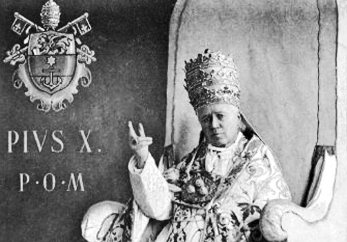 Pius X. Bild: By Giuseppe Felici (1839-1923) (souvenir card) [Public domain], via Wikimedia Commons