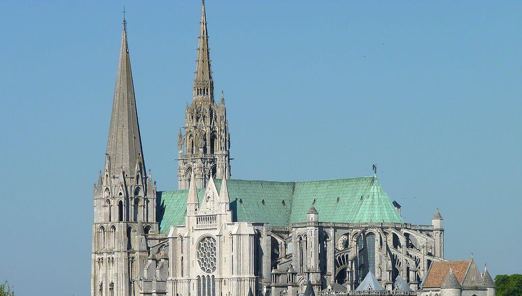 Die Kathedrale Notre-Dame von Chartres, Wunderwerk der gotischen Baukunst   Bild: Olvr [CC BY-SA 3.0 (https://creativecommons.org/licenses/by-sa/3.0)]