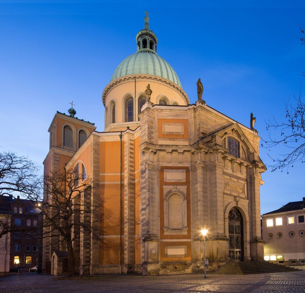 Basilika St. Clemens in Hannover | Foto: Christian A. Schröder (ChristianSchd) - zugeschnitten und Überkorrektur der Winkel reduziert von Rabanus Flavus [CC BY-SA 4.0 (https://creativecommons.org/licenses/by-sa/4.0)]