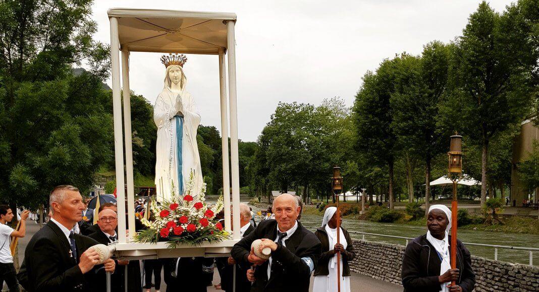 Marienstatue von der Lichterprozession in Lourdes