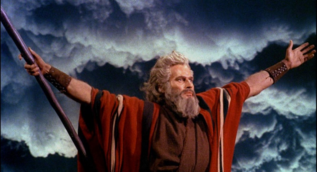 Charlton Heston als Mose in