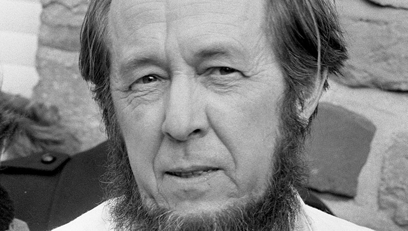 Alexander Issajewitsch Solschenizyn (1974)  Verhoeff, Bert / Anefo, CC0, via Wikimedia Commons