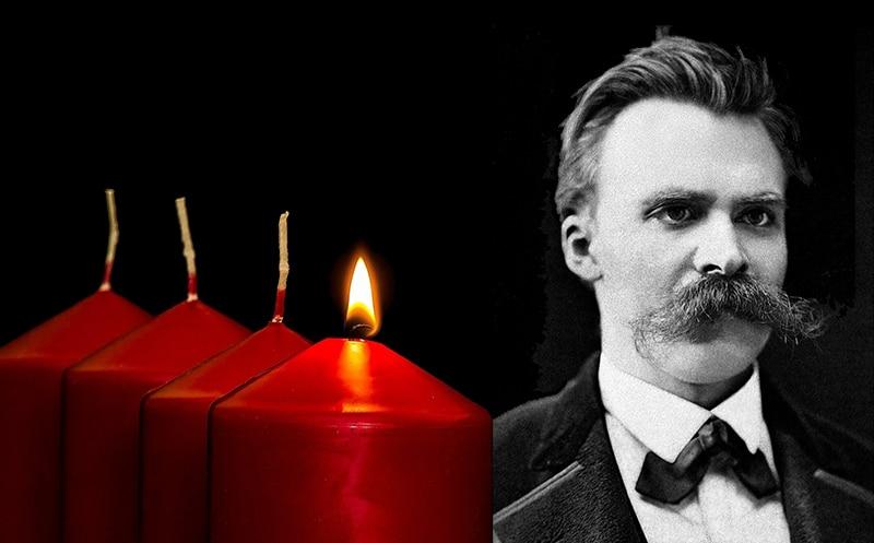 Adventskranz und Friedrich Nietzsche (Nietzsche-Bild: Friedrich Hartmann, Public domain, via Wikimedia Commons)
