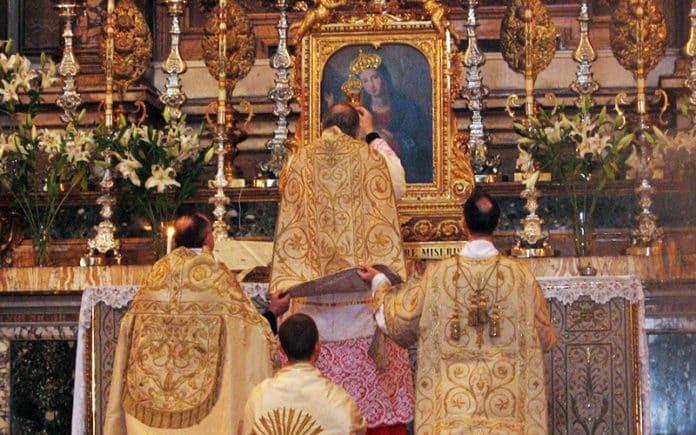 Santissima Trinità dei Pellegrini, Rom (FSSP) | Lumen roma, CC BY 3.0 , via Wikimedia Commons