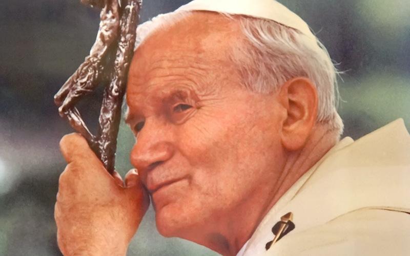 Johannes Paul II. | Bild: Dennis Jarvis from Halifax, Canada, CC BY-SA 2.0 , via Wikimedia Commons
