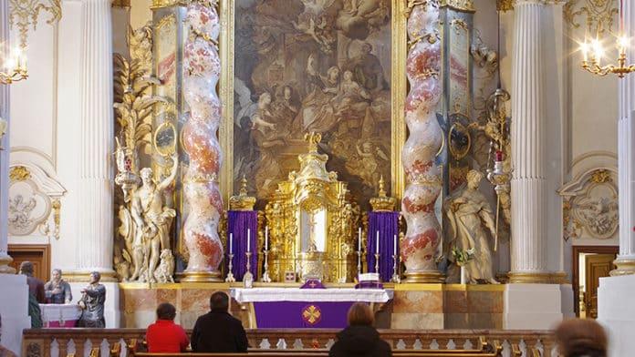 Damenstiftskirche St. Anna, Chorraum   Bild: Berthold Werner, CC BY-SA 3.0 , via Wikimedia Commons