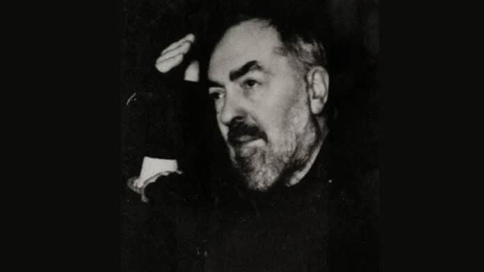 Pater Pio   Bild: Muschio Di Quercia, CC BY 3.0 , via Wikimedia Commons (bearbeitet)
